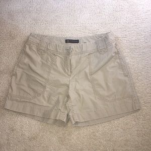The Limited outback red khaki tan shorts size 4